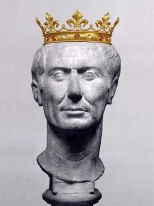 император Гай Юлий Цезарь в короне